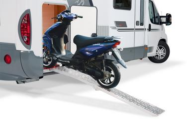 The TRINEO loading system from SAWIKO for the mobile home rear garage allows quick and easy loading of the scooter.