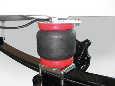 The well-proven AL-KO additional pneumatic suspension Air Top for Fiat original chassis and box vans – pictured are the special bellows – is now available with a matching compressor kit.